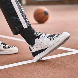 Diadora Mi Basket Row Cut Zebra « Black / White » —————————————————————————— Disponible @vestiairestore Metz / Nancy & sur  www.vestiairestore.com —————————————————————————— Du 36 au 41   210€  —————————————————————————— • 5/7 Rue de Ladoucette 57000 METZ • 30 Rue Gambetta 54000 NANCY  Lundi  14h-19h Mardi à Vendredi  10h30-12h30  14h-19h Samedi  10h30-19h ——————————————————————————