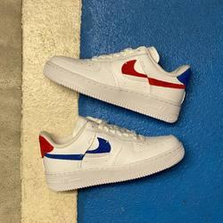 Nike Air Force 1 LXX «Red Royal» —————————————————————————— Disponible @vestiairestore Metz / Nancy & sur  www.vestiairestore.com —————————————————————————— Du 36 au 40,5  120€ l—————————————————————————— • 5/7 Rue de Ladoucette 57000 METZ • 30 Rue Gambetta 54000 NANCY  Lundi  14h-19h Mardi à Vendredi  10h30-12h30  14h-19h Samedi  10h30-19h ——————————————————————————