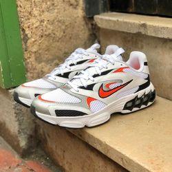 Nike Air Zoom Fire «White / Team Orange» —————————————————————————— Disponible @vestiairestore Metz / Nancy & sur  www.vestiairestore.com —————————————————————————— Du 40 au 45   120€  —————————————————————————— • 5/7 Rue de Ladoucette 57000 METZ • 30 Rue Gambetta 54000 NANCY  Lundi  14h-19h Mardi à Vendredi  10h30-12h30  14h-19h Samedi  10h30-19h ——————————————————————————