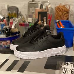 Nike Air Force 1 Low Pixel «Black / White» —————————————————————————— Disponible @vestiairestore Metz / Nancy & sur  www.vestiairestore.com —————————————————————————— Du 36 au 40  120€ l—————————————————————————— • 5/7 Rue de Ladoucette 57000 METZ • 30 Rue Gambetta 54000 NANCY  Lundi  14h-19h Mardi à Vendredi  10h30-12h30  14h-19h Samedi  10h30-19h ——————————————————————————