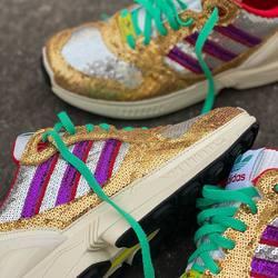 Adidas ZX 6000 Glitter «Crystal White / Shock Purple» —————————————————————————— Disponible @vestiairestore Metz / Nancy & sur  www.vestiairestore.com —————————————————————————— Du 36 au 40   130€ l—————————————————————————— • 5/7 Rue de Ladoucette 57000 METZ • 30 Rue Gambetta 54000 NANCY  Lundi  14h-19h Mardi à Vendredi  10h30-12h30  14h-19h Samedi  10h30-19h ——————————————————————————