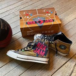 NBA Jam x Converse Chuck 70 «Yellow» —————————————————————————— Disponible @vestiairestore Metz / Nancy & sur  www.vestiairestore.com —————————————————————————— Du 40 au 44   100€  —————————————————————————— • 5/7 Rue de Ladoucette 57000 METZ • 30 Rue Gambetta 54000 NANCY  Lundi  14h-19h Mardi à Vendredi  10h30-12h30  14h-19h Samedi  10h30-19h ——————————————————————————