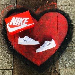 Nike Court Vision Low «Valentine's Day ❤️» —————————————————————————— Disponible @vestiairestore Metz / Nancy & sur  www.vestiairestore.com —————————————————————————— Du 36 au 45  100€ l—————————————————————————— • 5/7 Rue de Ladoucette 57000 METZ • 30 Rue Gambetta 54000 NANCY  Lundi  14h-19h Mardi à Vendredi  10h30-12h30  14h-19h Samedi  10h30-19h —————————————————————————— 📸 : @yanisfkr_