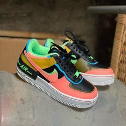 Nike Air Force 1 Shadow SE «Solar Flare» —————————————————————————— Disponible @vestiairestore Metz / Nancy & sur  www.vestiairestore.com —————————————————————————— Du 36 au 40,5  150€ l—————————————————————————— • 5/7 Rue de Ladoucette 57000 METZ • 30 Rue Gambetta 54000 NANCY  Lundi  14h-19h Mardi à Vendredi  10h30-12h30  14h-19h Samedi  10h30-19h ——————————————————————————
