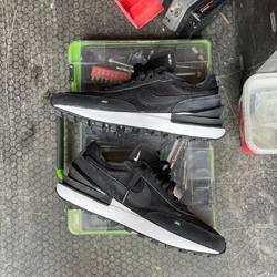 Nike Waffle One «Black / Black » —————————————————————————— Disponible @vestiairestore Metz / Nancy & sur  www.vestiairestore.com —————————————————————————— Du 40 au 46 | 100€ |—————————————————————————— • 5/7 Rue de Ladoucette 57000 METZ • 30 Rue Gambetta 54000 NANCY  Lundi  14h-19h Mardi à Vendredi  10h30-12h30  14h-19h Samedi  10h30-19h ——————————————————————————