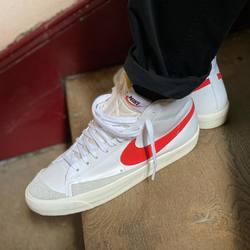 Nike Blazer Mid '77 «Habanero Red» —————————————————————————— Disponible @vestiairestore Metz / Nancy & sur  www.vestiairestore.com —————————————————————————— Du 40 au 45  110€ —————————————————————————— • 5/7 Rue de Ladoucette 57000 METZ • 30 Rue Gambetta 54000 NANCY  Lundi  14h-19h Mardi à Vendredi  10h30-12h30  14h-19h Samedi  10h30-19h ——————————————————————————